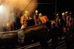 У Китаї 27 гірняків заблоковані у шахті, що горить
