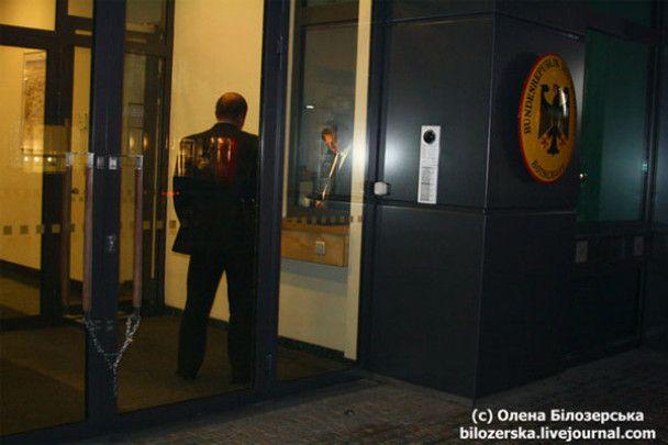 Німецьке посольство в Києві атакували