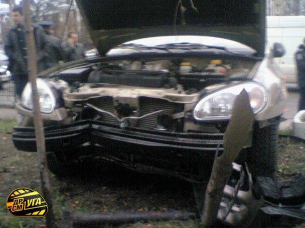 У Києві водій Lanos збив на зупинці шістьох людей