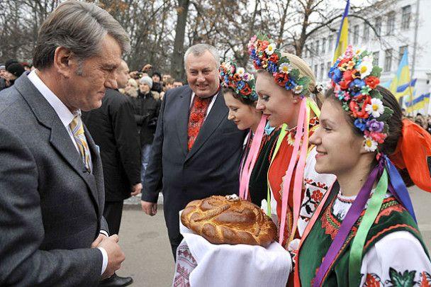 Ющенко розповів студентам про кота і краватку