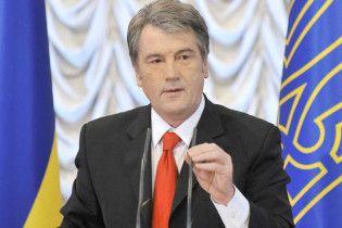 Ющенко вимагає закрити телеканали, які ігнорують українську мову