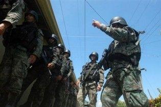 На Філіппінах звільнений поліцейський захопив автобус з 25 туристами