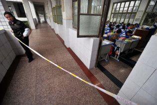 Під час тисняви на сходах у китайській школі загинули 8 дітей