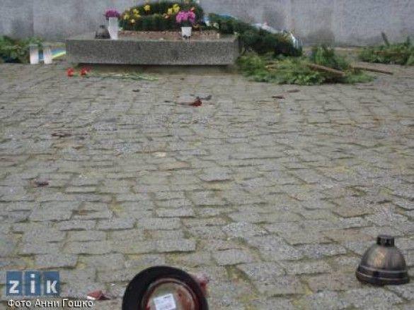 Могила невідомого воїна УПА у Львові