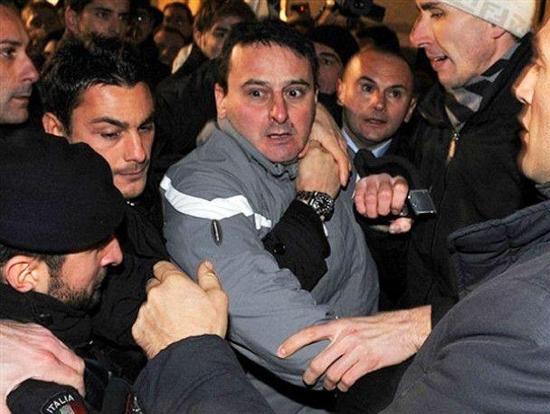 Напад на прем'єра Італії Берлусконі