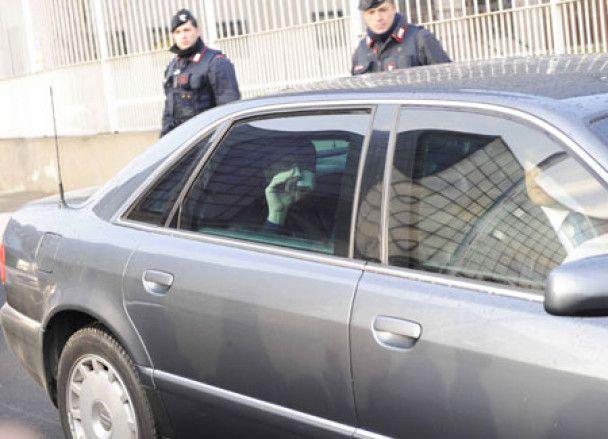 Берлусконі вийшов з клініки і продовжить лікування у косметологів