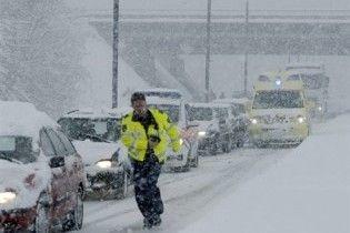 """У Бельгії через снігопад утворилися 500 км """"пробок"""""""