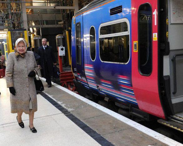 Королева Єлизавета ІІ в метро