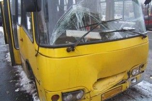 У Києві зіткнулися маршрутки: троє пасажирів травмовані
