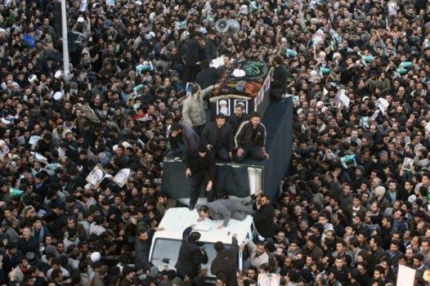 В Ірані тисячі людей зібралися на похорон аятоли-дисидента