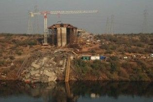 В Індії обвалився міст: щонайменше 17 людей загинули