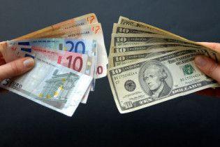 На міжбанку обвалилися долар та євро