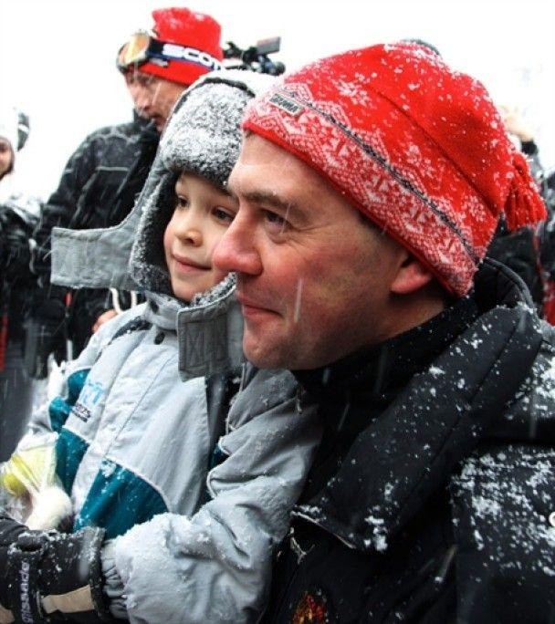 Путін та Мєдвєдєв встали на лижі