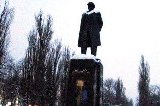 Ющенко обурився, що в Чернігові досі не знесли пам'ятник Леніну