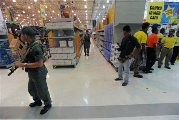 У Венесуелі військові закрили десятки магазинів, що підвищили ціни