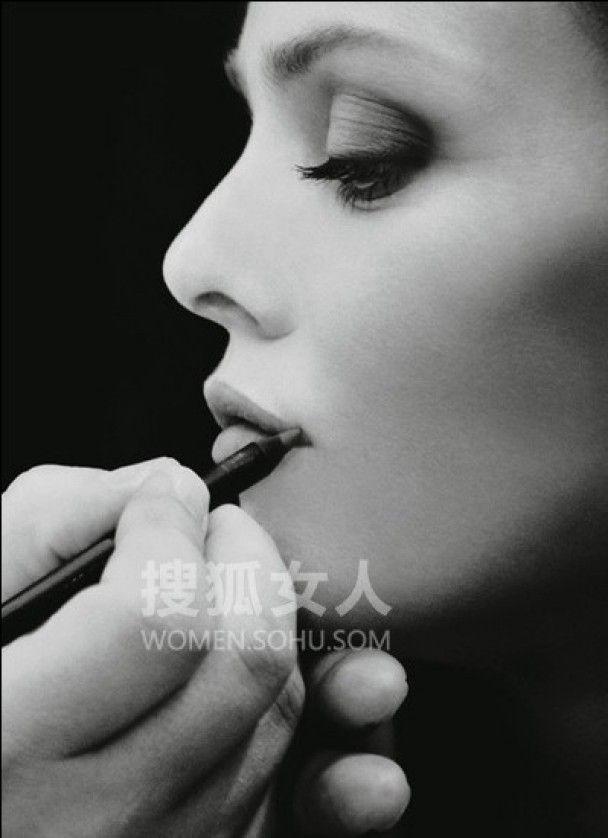 Ванесса Параді рекламує помаду Chanel