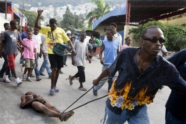 На Гаїті почалися битви за їжу