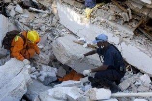 На Гаїті врятували двох людей, які провели під завалами шість днів