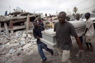 На Гаїті у братських могилах поховано вже 120 тисяч осіб