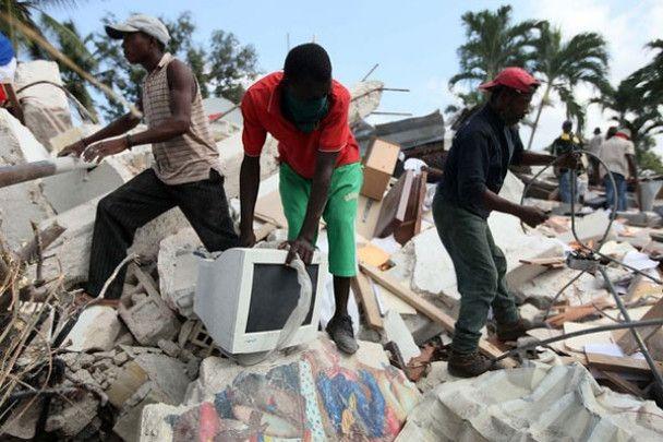 Гаїті: мародерство у руїнах