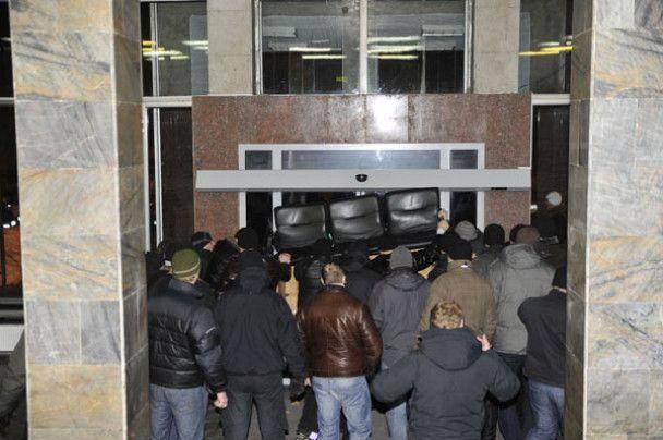 Невідомі захопили комбінат, де друкують виборчі бюлетені