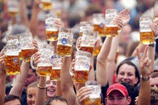 """Шведські студенти окупували паб з вимогою провести """"пивогін"""" до університету"""