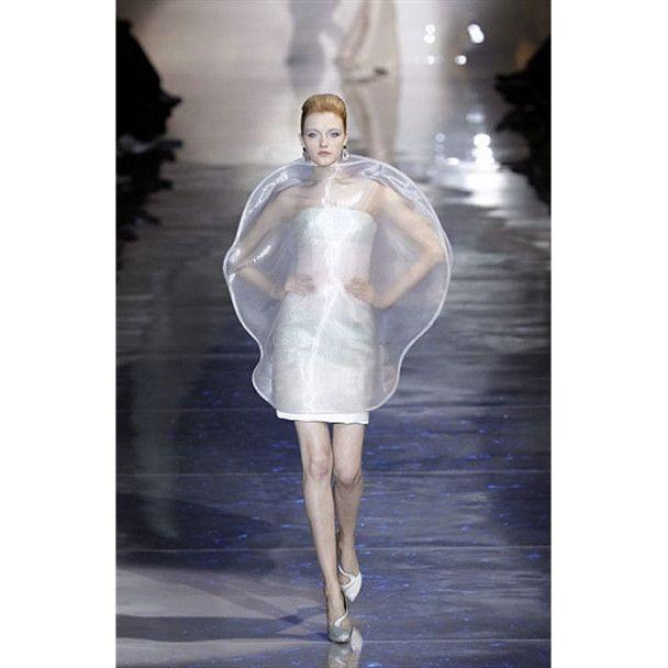 """У Парижі показали """"високу моду"""""""