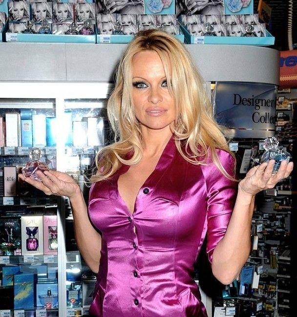 Памела Андерсон продає свої парфуми по 39 доларів