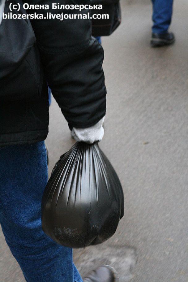Біля київської мерії залили імпровізовану ковзанку для Черновецького