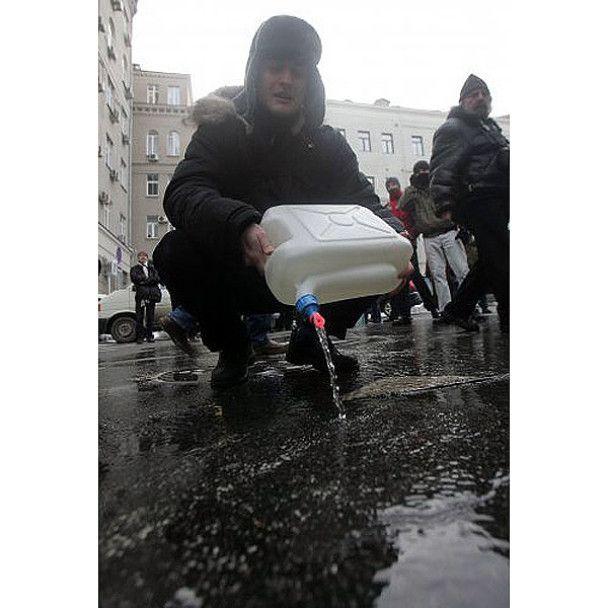 """Кияни залили """"ковзанку для Черновецького"""""""