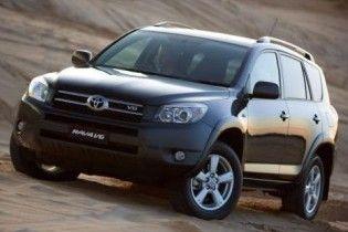 Через дефект педалі газу Toyota відкликає майже 2 млн машин