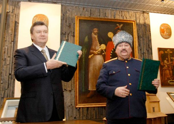 Янукович у Запоріжжі махав шаблею