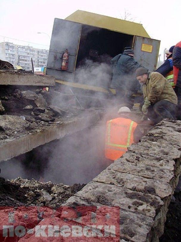 Жителям Оболоні повернули тепло і гарячу воду