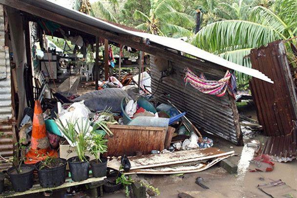 На Таїті потужний циклон залишив тисячі людей без даху над головою