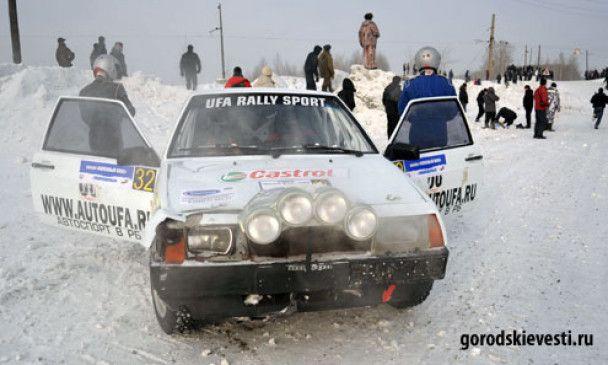 На ралі в Росії автомобіль протаранив натовп глядачів (відео)