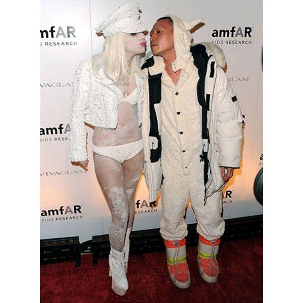 Lady GaGa обклеїла себе перлами