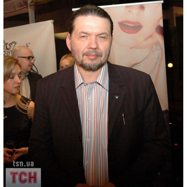 Литовченко і Гассе почали продавати майки