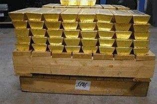 Китай скупив золота на три трильйони доларів