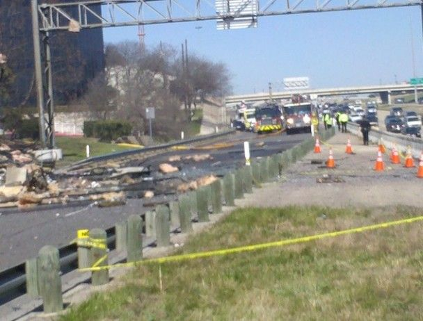 У Техасі пілот-самогубця врізався в будівлю податкової служби