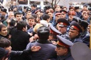 Акція опозиції в Єревані переросла у сутички з поліцією