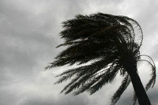 На Багамських островах вирує потужній ураган