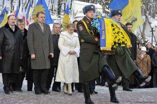 Тимошенко поклала квіти до пам'ятника Невідомому Солдату