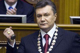 Порошенко: Янукович проводить наради лише українською