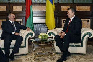 Янукович запропонував навчити Лукашенка європейським стандартам
