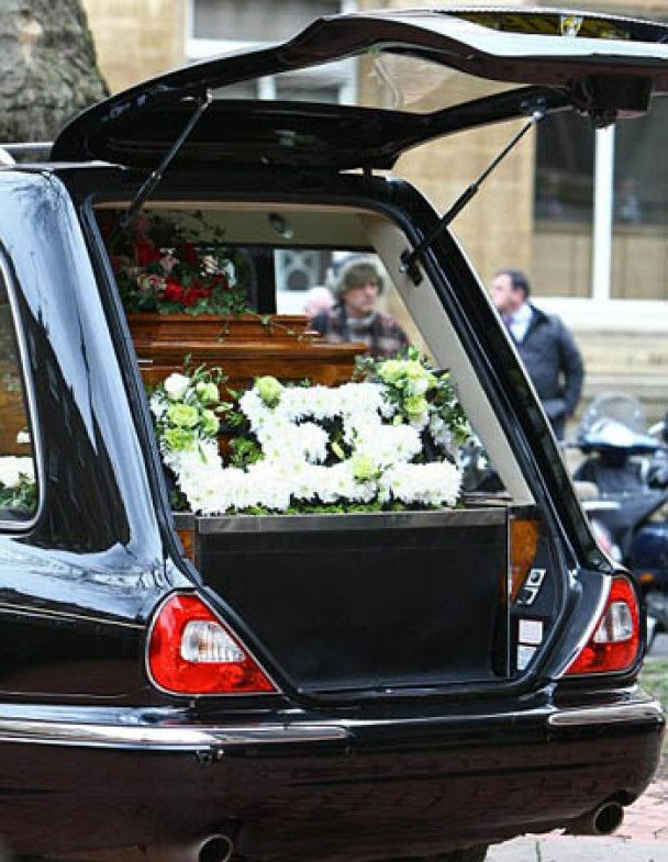 У Лондоні поховали модельєра Макквіна