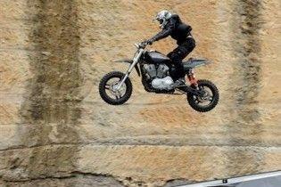 Американець пролетів на мотоциклі півсотні метрів