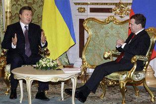 Янукович пообіцяв Мєдвєдєву захищати російську мову