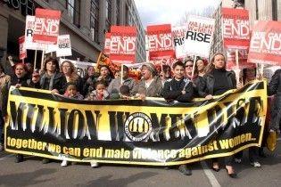 У Лондоні сто жінок лягли на тротуар, зображуючи трупи