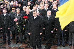 Янукович вручив 11 митцям урізані Шевченківські премії