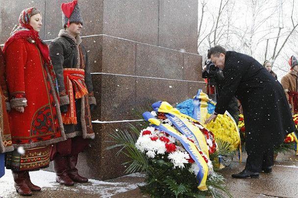 Янукович вшанував пам'ять поета